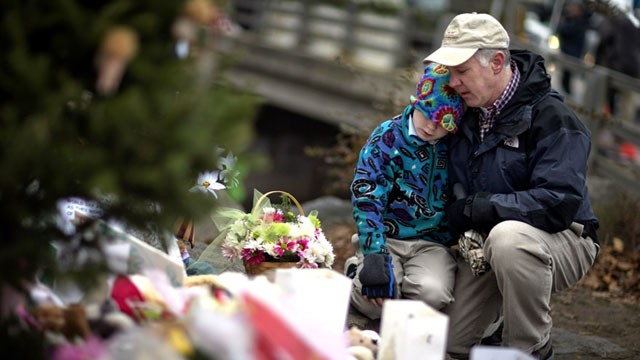 PHOTO: sidewalk memorial for the Sandy Hook Elementary School shooting victims