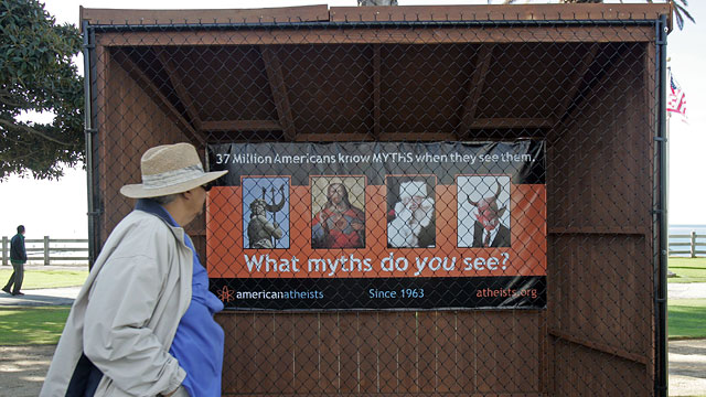 PHOTO: Atheists v. Christmas
