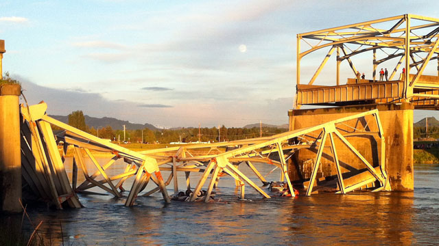 PHOTO: A portion of the Interstate 5 bridge is submerged after it collapsed into the Skagit River dumping vehicles and people into the water in Mount Vernon, Was