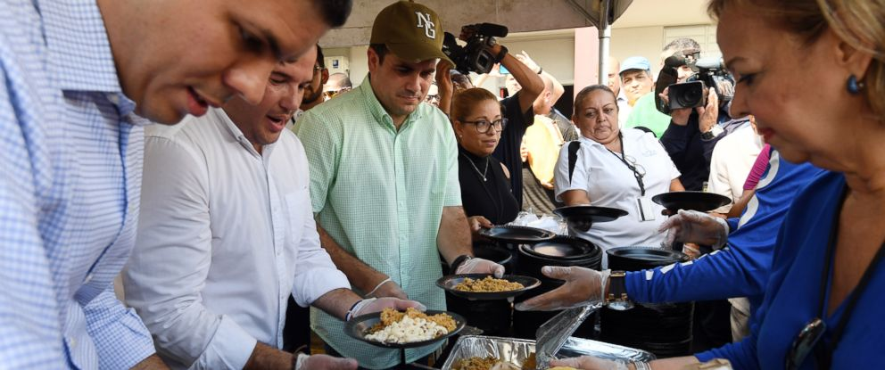 PHOTO: Puerto Rico Gov. Ricardo Rossello (in baseball cap) visits an Emergency Stop & Go in San Juan on Nov. 22, 2017 ahead of Thanksgiving