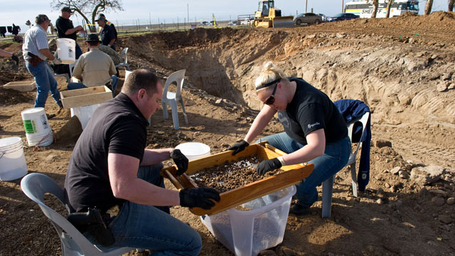 PHOTO: San Joaquin Sheriff detectives Paul Hoskins, and Lindsay Smith sift for human remains of possible victims of Wesley Shermantine and Loren Herzog, that were excavated from an abandoned cattle ranch, Linden, Calif., Feb. 12, 2012.