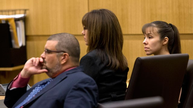 PHOTO:  Jodi Arias confers with her attorneys as the jury deliberates in her death penalty.