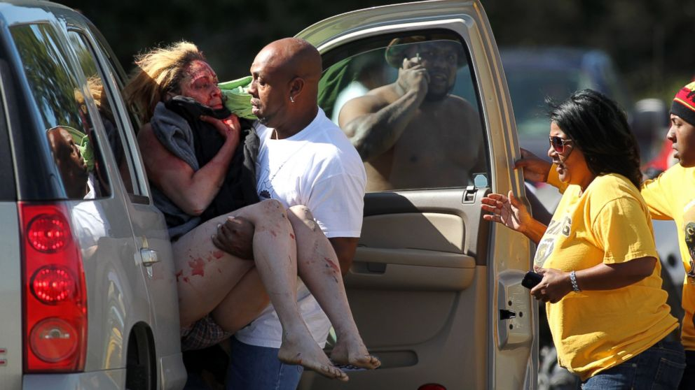 PHOTO: Marcus Arceneaux carries his wounded niece, Bethany Arceneaux, left, to a vehicle after she was rescued from a vacant house on Anderson Road on Friday, Nov. 8, 2013, in Duson, La.