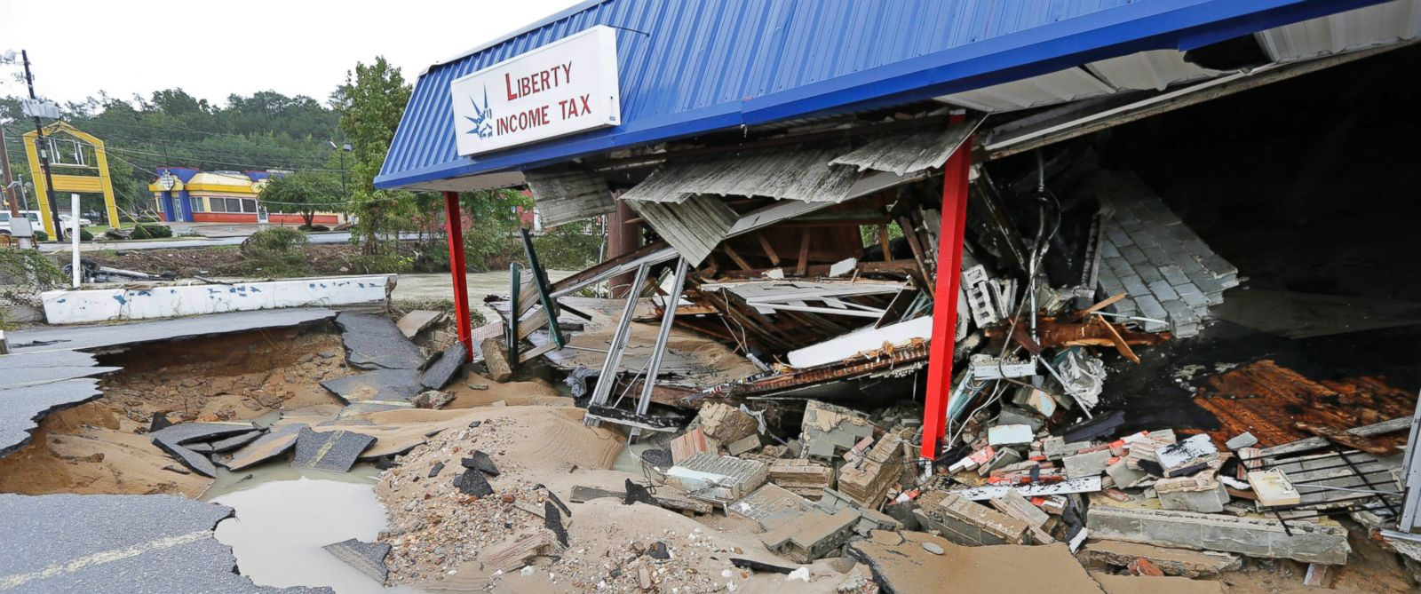PHOTO: A business is destroyed by flooding near Gills Creek in Columbia, S.C., Oct. 5, 2015.