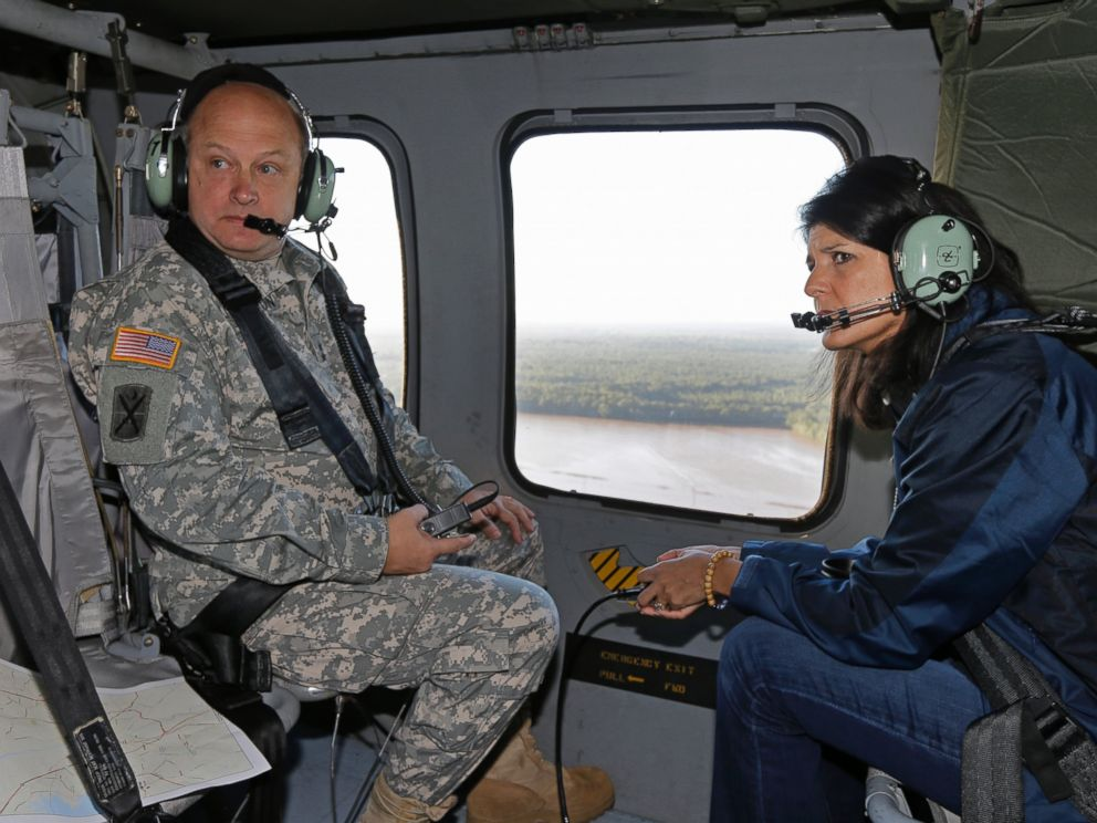 PHOTO: South Carolina Gov. Nikki Haley and Major Gen. Bob Livingston view flood damage from a helicopter in Columbia, S.C., Oct. 6, 2015.