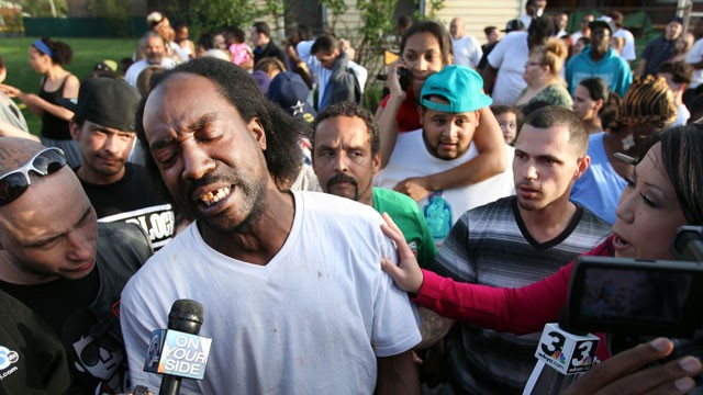 PHOTO: Neighbor Charles Ramsey speaks to media near the home on the 2200 block of Seymour Avenue, where three missing women, Amanda Berry, Gina DeJesus and Michele Knight, were rescued in Cleveland, on May 6, 2013.