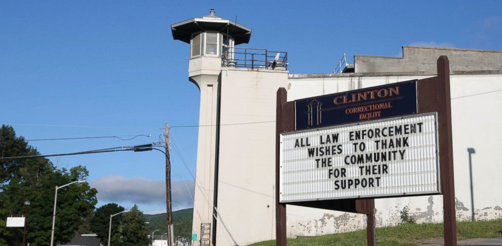 PHOTO: A sign at Clinton Correctional Facility thanks the community as the search for two escaped prisoners from the facility continues, June 24, 2015, in Dannemora, N.Y.