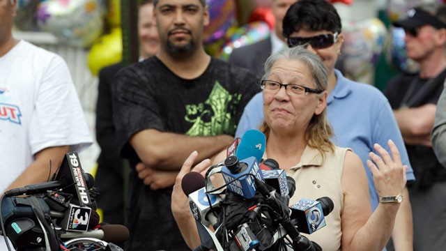 PHOTO: Nancy Ruiz, mother of Gina, speaks to the media after bringing her daughter home, May 8, 2013, in Cleveland.