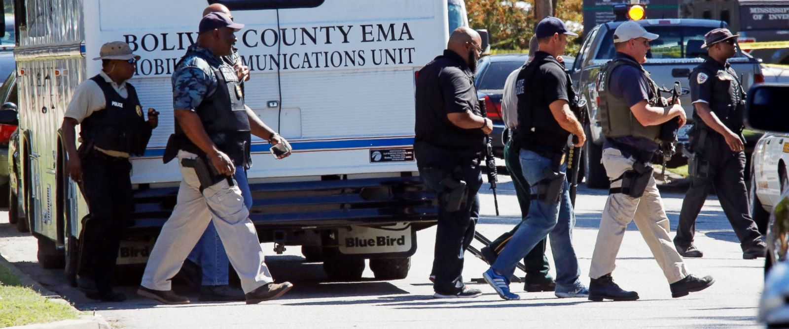 PHOTO: Law enforcement officers walk across the Delta State University campus to search for an active shooter in connection with a the shooting of a history professor in Cleveland, Miss., Sept. 14, 2015.