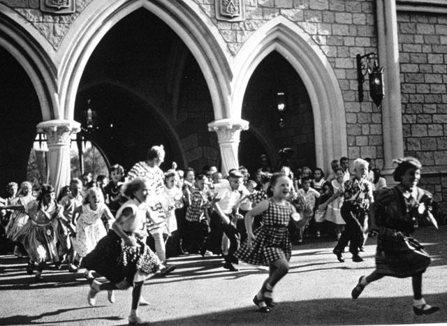 ap disney kids running kb 130717 blog Yesteryear in Disneyland
