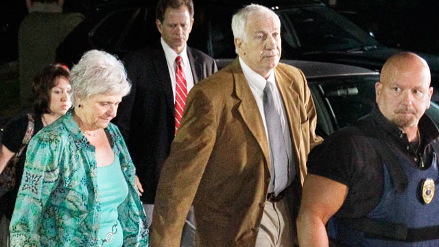 PHOTO: Former Penn State coach Jerry Sandusky, right center, arrives with his wife Dottie, at the Centre County Courthouse in Bellefonte, Pa., June 22, 2012.