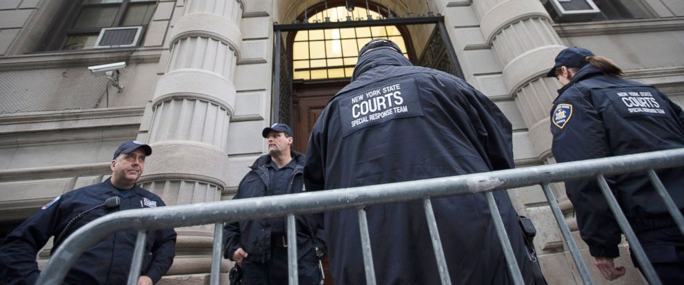 PHOTO: Security personnel stand outside Richmond County Supreme Court after a grand jurys decision not to indict a New York police officer involved in the death of Eric Garner, Dec. 3, 2014.