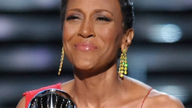 PHOTO: Television host Robin Roberts accepts the Arthur Ashe courag