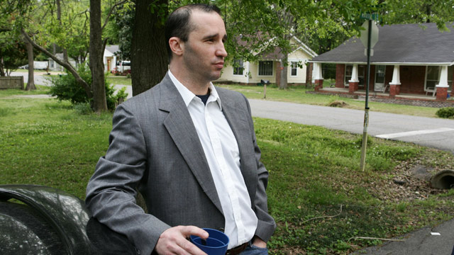 PHOTO: James Everett Dutschke stands in the street near his home in Tupelo, Miss., and waits for the FBI to arrive and search his home in connection with the sending of poisoned letters