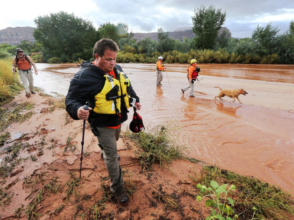 PHOTO: Members of the Mojave County search and rescue team use dogs to search for bodies after a flash flood on Sept. 15, 2015 in Colorado City, Ariz.