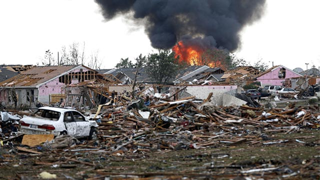 PHOTO: Fire after tornado