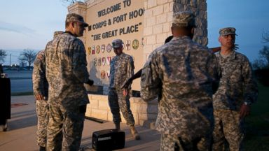PHOTO: Military personnel wait for a news conference to begin at Fort Hood, Texas, on April 2, 2014.