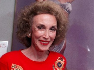 Photos: Helen Gurley Brown Dies at 90
