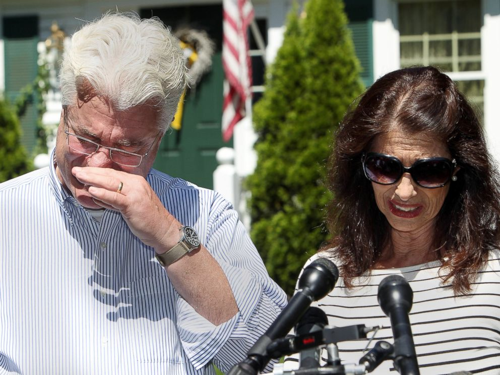 PHOTO: John and Diane Foley talk to reporters after speaking with U.S. President Barack Obama Aug. 20, 2014 outside their home in Rochester, N.H.