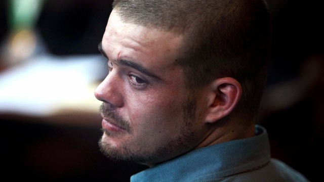 PHOTO: Joran van der Sloot looks back from his seat after entering the courtroom for the continuation of his murder trial at San Pedro prison in Lima, Peru, Jan. 11, 2012.