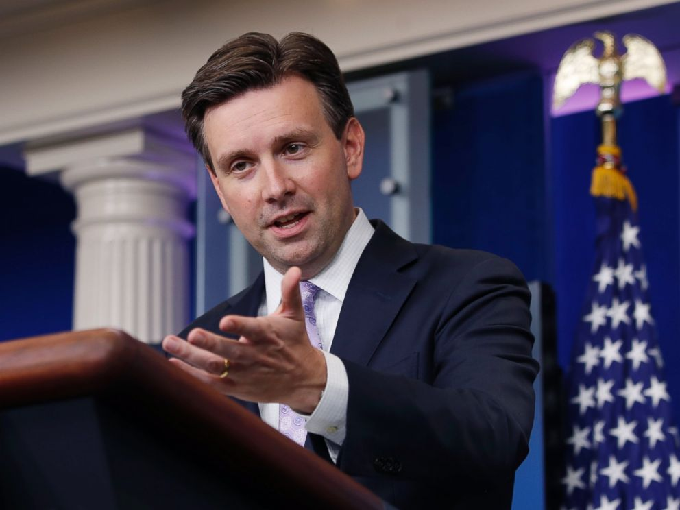 PHOTO: White House press secretary Josh Earnest speaks during the daily news briefing at the White House in Washington, Oct. 3, 2016.