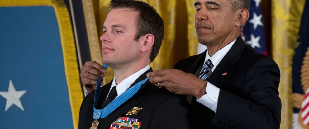 PHOTO: President Barack Obama presents the Medal of Honor to Senior Chief Special Warfare Operator Edward Byers during a ceremony in the East Room of the White House in Washington, Feb. 29, 2016.