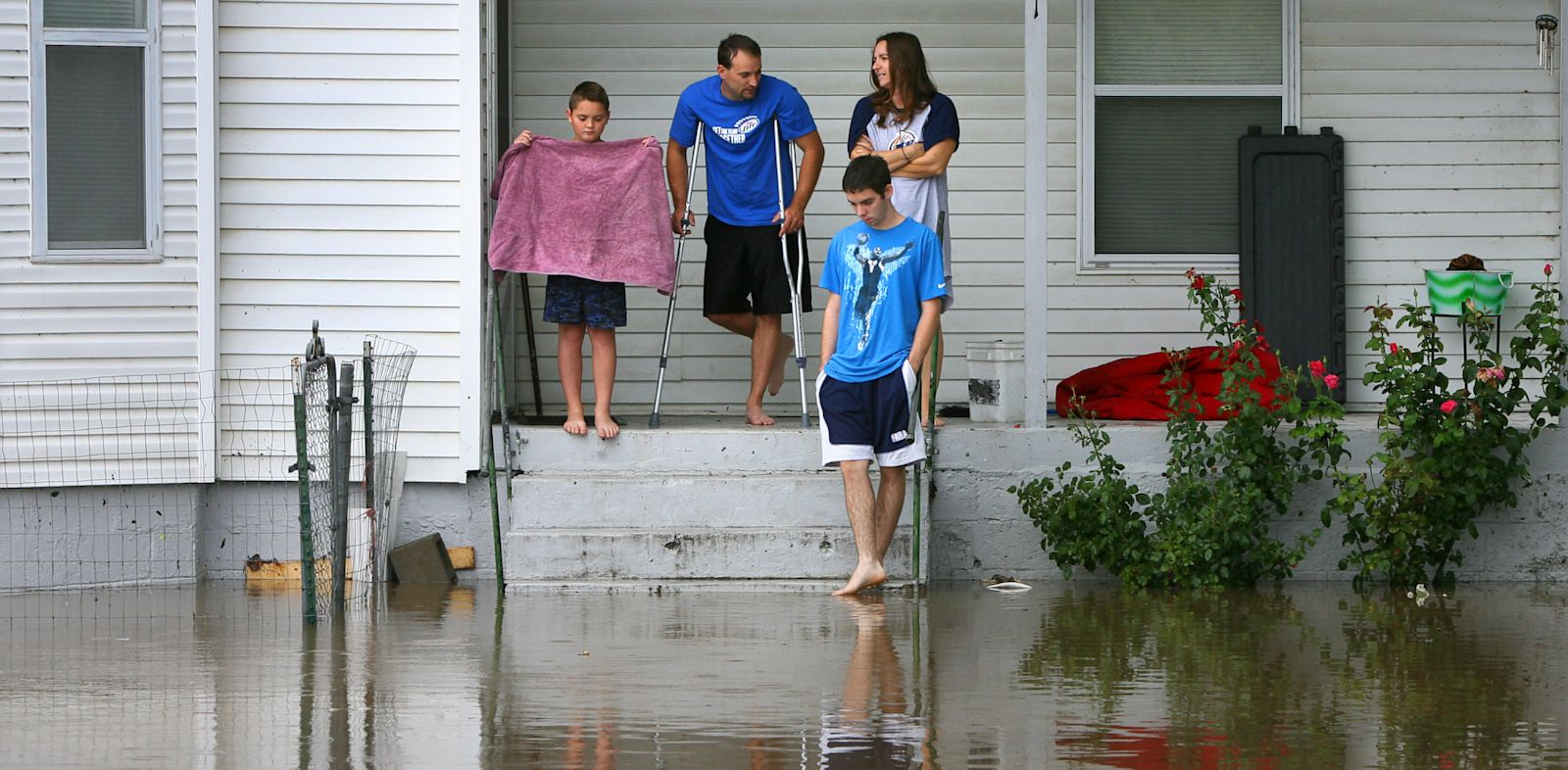PHOTO: The Russell family declined evacuation orders as Little Piney Creek overtopped its banks in downtown Newburg, Mo., Aug. 7, 2013.