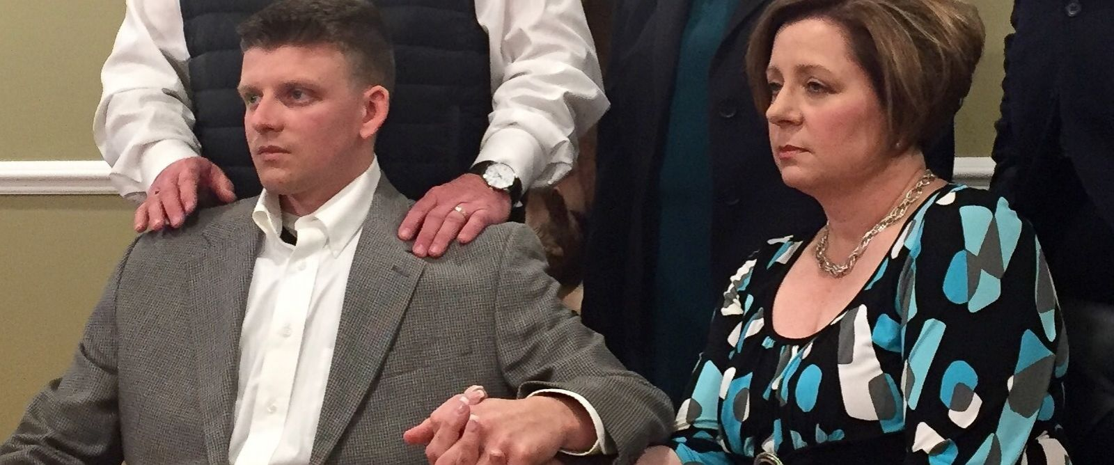 PHOTO: Montgomery Police Officer Aaron Smith holds hands with his mother, Kim Smith, during a press conference with attorneys March 2, 2016, in Montgomery, Ala.