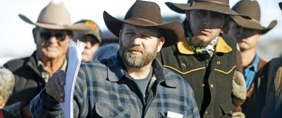 PHOTO: Ammon Bundy speaks with a reporter at a news conference at Malheur National Wildlife Refuge, Jan. 8, 2016, near Burns, Ore.