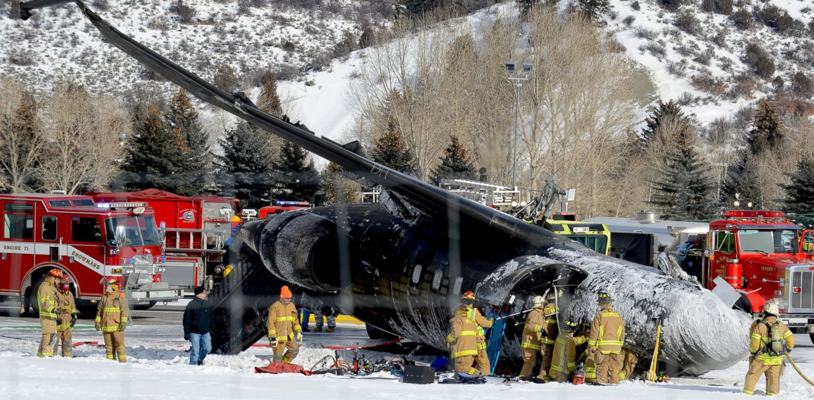 PHOTO: Emergency crews work near a passenger plane that crashed upon landing at the Aspen-Pitkin County Airport in Aspen, Colo., Sunday, Jan. 5, 2014.