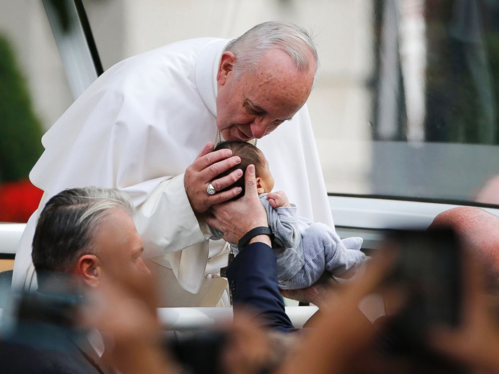 PHOTO: Pope Francis passes the crowd and kisses a baby in his pope mobile in Philadelphia on Saturday, Sept. 26, 2015.
