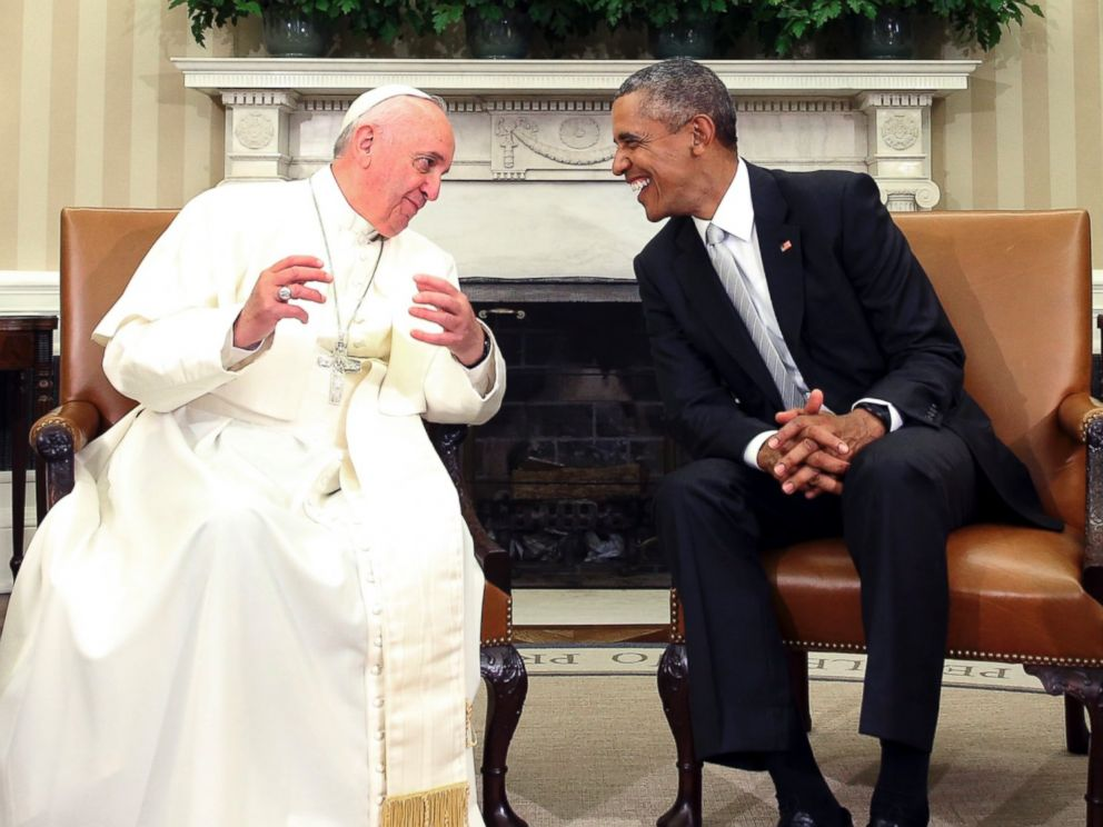 PHOTO: President Barack Obama talks with Pope Francis in the Oval Office of the White House in Washington, Sept. 23, 2015.