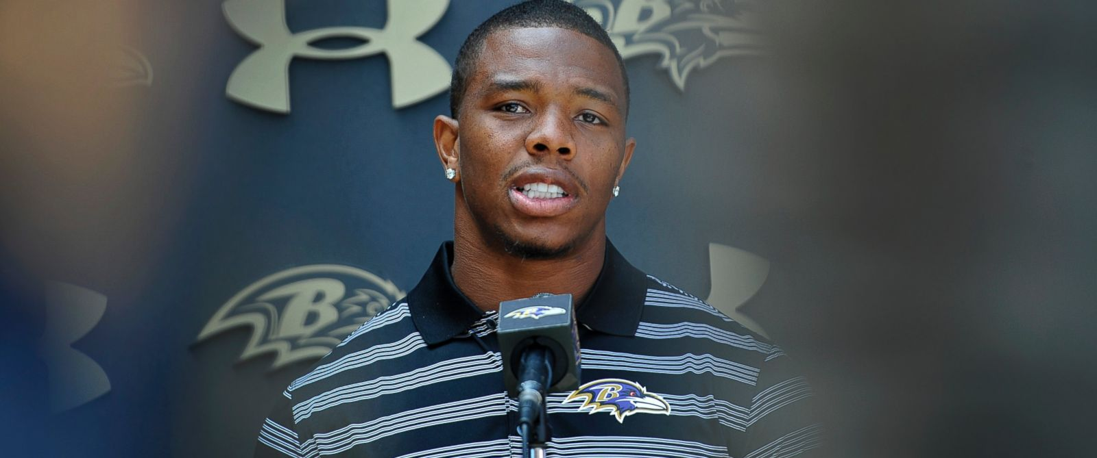 PHOTO: Baltimore Ravens running back Ray Rice answers question during a news conference after NFL football training camp practice, July 31, 2014, in Owings Mills, Md.