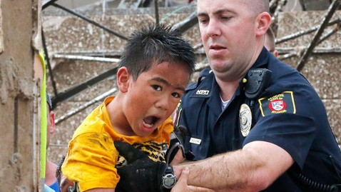 ap scared child tornado nt 130520 wblog PHOTOS: AP Photographer on Capturing Kids Rescued From Tornado Ravaged Okla. School