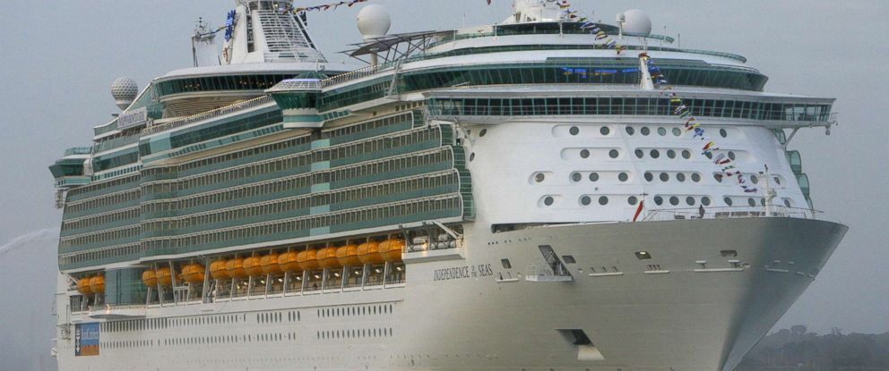 PHOTO: The worlds largest cruise ship, the Independence of the Seas arrives in the UK for the first time in Southampton. Friday April 25, 2008.