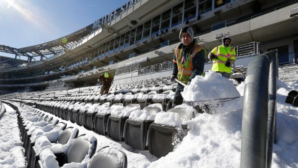 ap snowy metlife stadium kb 140127 16x9 608 Will Bad Weather Sideline the Super Bowl?