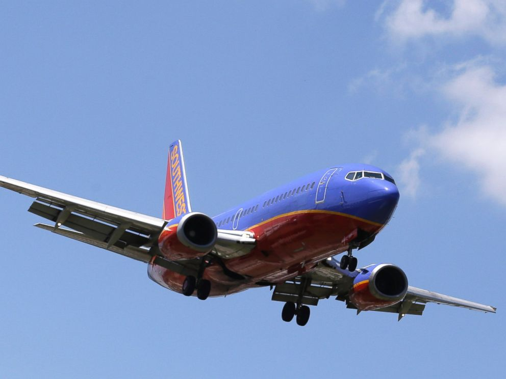 PHOTO: A Southwest Airlines Boeing 737 comes in for a landing at Love Field in Dallas on June 4, 2014.