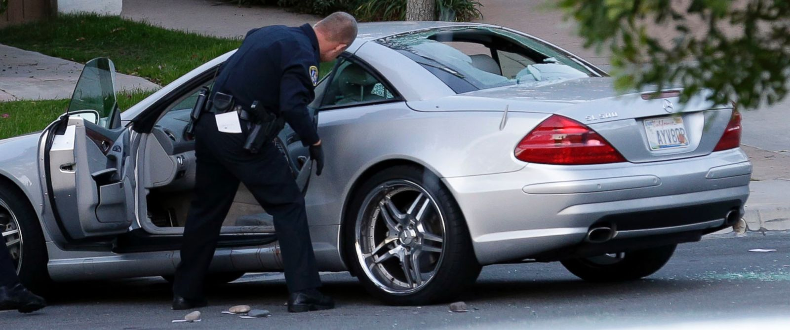 PHOTO: Police examine the scene following a shooting Tuesday, Feb. 10, 2015, in San Diego. CBS affiliate KFMB-TV says sports anchor Kyle Kraska was attacked Tuesday afternoon in the Scripps Ranch area of the city.