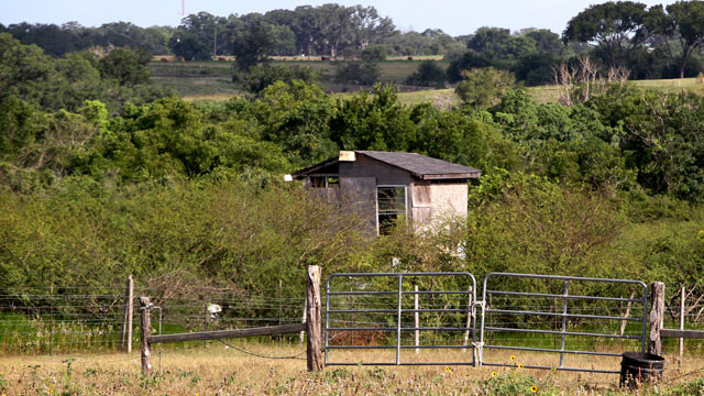 PHOTO: A building near Shiner, Texas, where authorities say a Texas father beat to death a man molesting his 5-year-old daughter is shown, June 16, 2012.