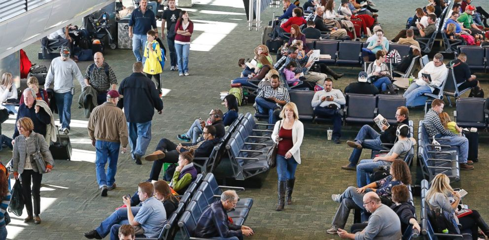PHOTO: One million more people are expected to fly this holiday season.