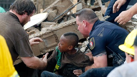ap tornado rescue 2 nt 130520 wblog PHOTOS: AP Photographer on Capturing Kids Rescued From Tornado Ravaged Okla. School