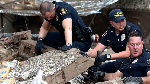 ap tornado rescue police nt 130520 wblog PHOTOS: AP Photographer on Capturing Kids Rescued From Tornado Ravaged Okla. School