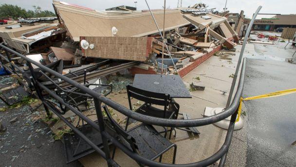 http://a.abcnews.com/images/US/ap_tornado_starbucks_er_160824_16x9_608.jpg