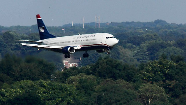 PHOTO: US Airways jet landing in Philadelphia