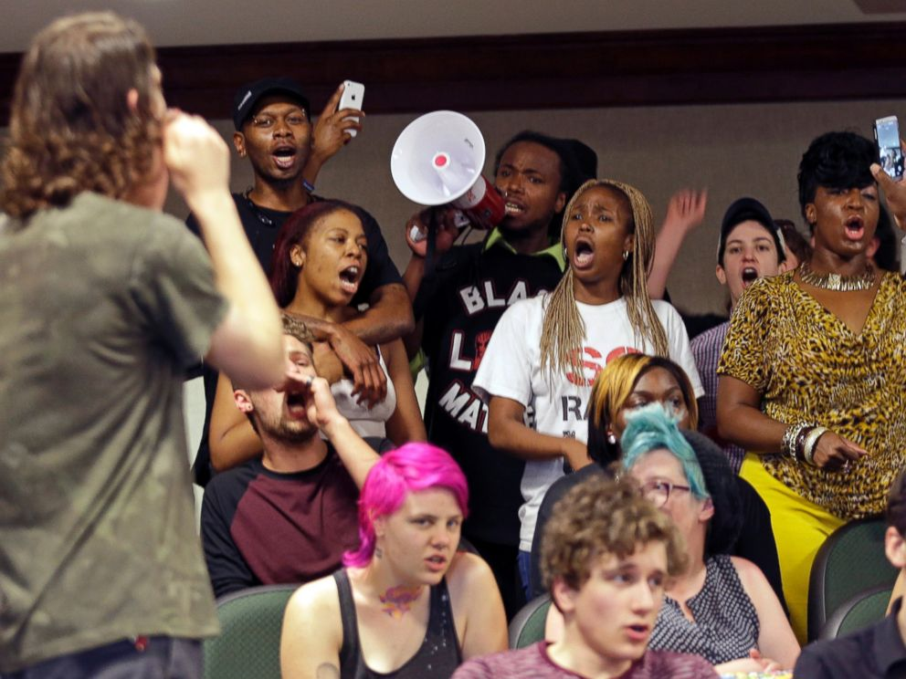 PHOTO: Protesters shout during a news conference about the shooting death of Walter Scott at city hall in North Charleston, S.C., April 8, 2015.