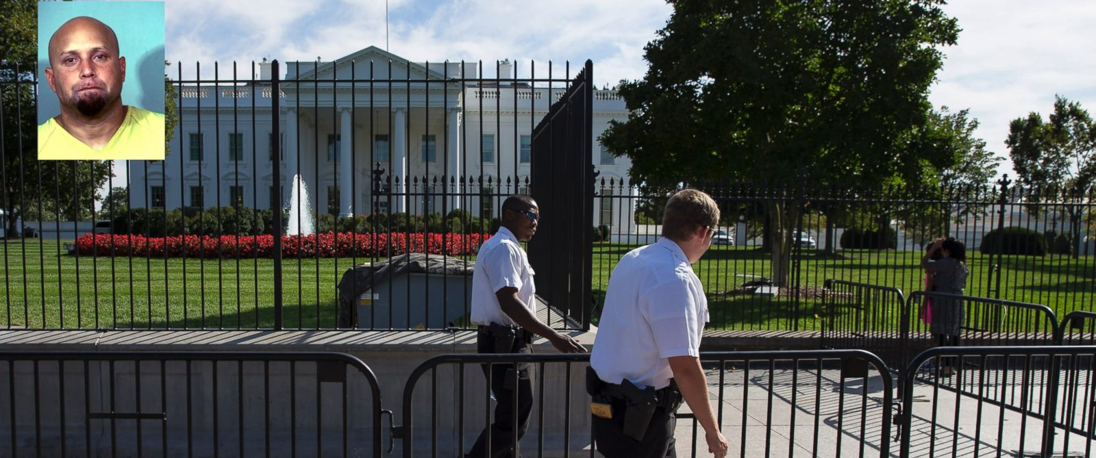 PHOTO: Secret Service police officers walk outside the White House in Washington, Sept. 22, 2014.