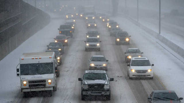 PHOTO: Cars make their way slowly on the eastbound lanes of Interstate 696 near Central Park Boulevard in Southfield, Mich., Dec. 26, 2012.