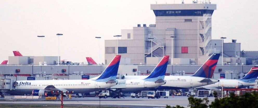 PHOTO: Delta Air Lines Inc. planes line up at Atlantas Hartsfield-Jackson International Airport, April 15, 2008 in Atlanta.