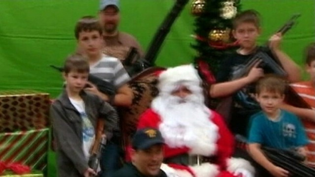 VIDEO: Arizona gun club lets members meet Santa with their choice of machine gun.