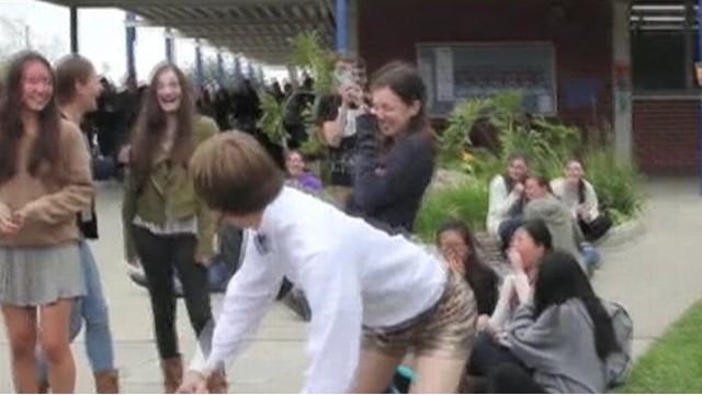 Video: Teen Breaks Out Booty Shorts for Prom Proposal